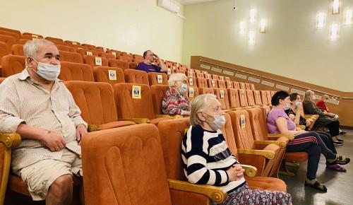 """В пансионате для ветеранов труда №6 посмотрели советскую комедию """"Где находится нофелет?"""""""