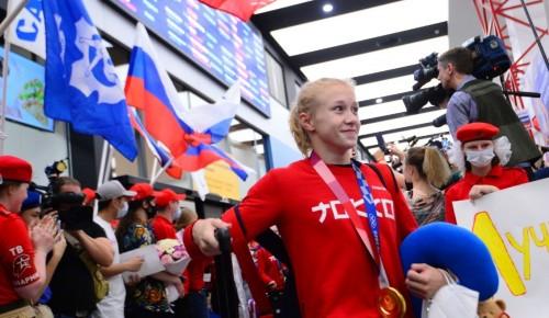 """Воспитанница отделения """"Олимпия"""" и чемпионка ОИ-2020 Виктория Листунова вернулась в Москву из Токио"""