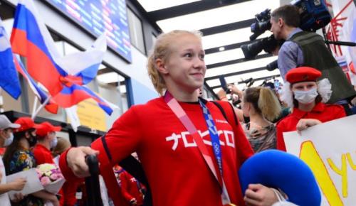 """Воспитанница """"Самбо-70"""" Виктория Листунова, ставшая олимпийской чемпионкой по спортивной гимнастике, вернулась домой"""