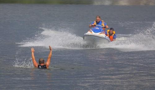 «Жаркий» сезон: в июле водные спасатели Москвы подарили пяти утопающим вторую жизнь