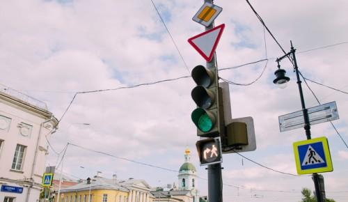 В Обручевском районе появился светофор со совмещенной фазой