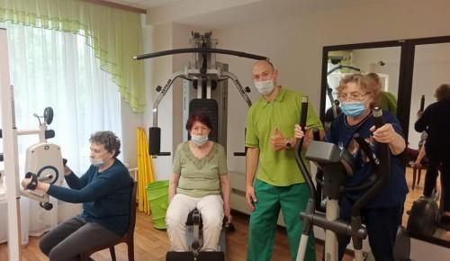 В пансионате для ветеранов труда №6 прошло занятие по лечебной физкультуре
