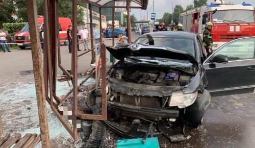 Столичная прокуратура взяла на контроль дело о ДТП с пьяным водителем, который снес остановку в Конькове