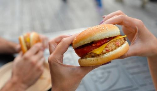 Москвичам рассказали об ассортименте блюд гастроплощадок «Лето в городе»