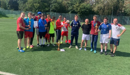 В соревнованиях по мини-футболу спортсмены из Черемушек заняли первое место