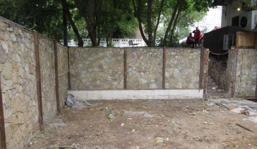В Черемушках на Нахимовском проспекте демонтировали самострой