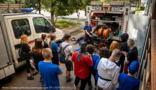 Герои без плащей: московские школьники познакомились с работой