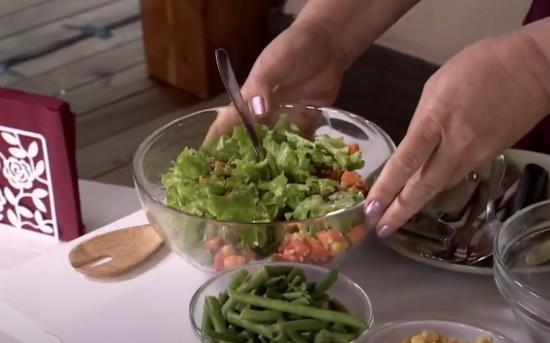 """Жители Конькова могут приготовить вкусный и полезный салат по рецепту участницы """"Московского долголетия"""""""