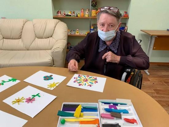 Пансионат для ветеранов труда №6 рассказал об арт-терапевтических занятиях для подопечных