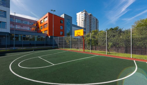 Собянин: К 1 сентября в 400 школах и детсадах благоустроено пространство для отдыха и спорта