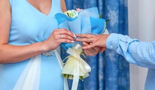 С начала года на необычных площадках Москвы поженились около 3,5 тысячи пар