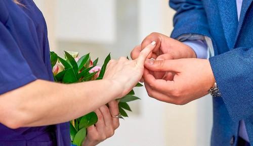 С начала года на необычных площадках Москвы поженились около 3,5 тысяч пар