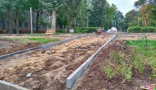 В Котловке продолжаются работы по реконструкции сквера