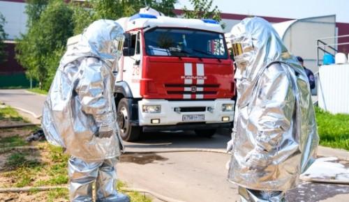 Всегда готовы прийти на помощь: пожарные и спасатели провели тренировки в Апаринках