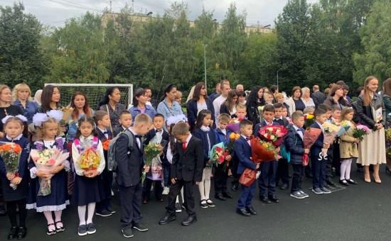 Школы Конькова поздравили учеников с Днем знаний