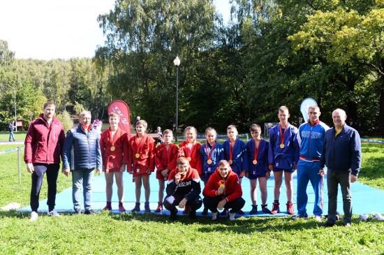 Творческие коллективы Конькова стали участниками фестиваля спорта и здоровья в зоне отдыха Тропарево
