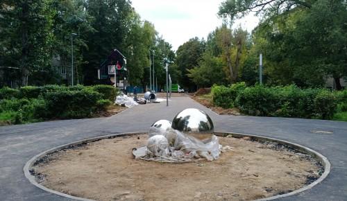 В Котловке приступили к монтажу детской площадки на Севастопольском проспекте