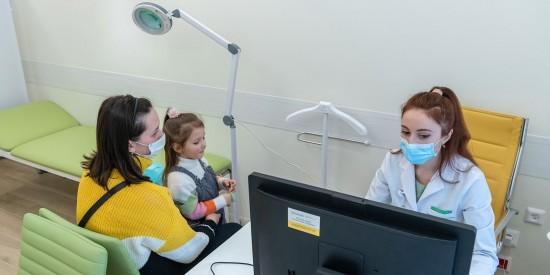 Треть детских поликлиник столицы перейдут на ведение только электронных медкарт до конца года