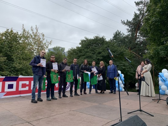 Волонтеры Котловки получили награды от районных властей в День города