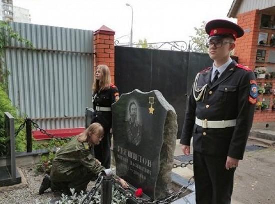 Волонтеры и кадеты школы №1212 Ясенева приняли участие в мемориально-патронатной акции