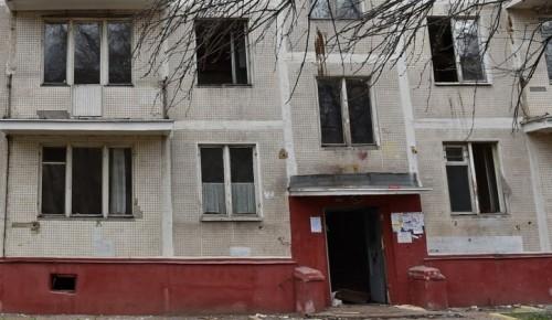 В Конькове в рамках программы реновации снесли жилой дом на улице Введенского