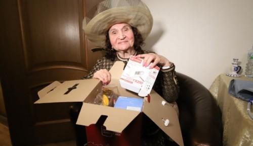 """""""С заботой о здоровье"""". Прошедшие вакцинацию жители социального дома получили подарки"""