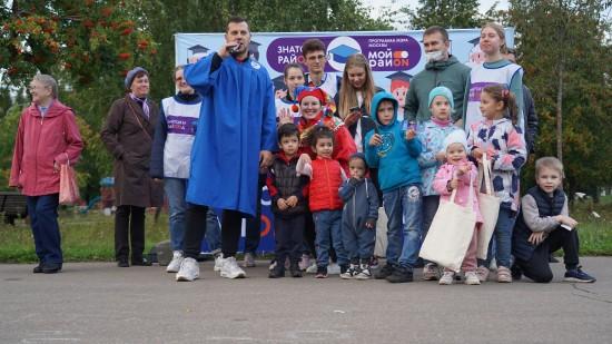 Студенты представили жителям Ломоносовского новый просветительский проект «Знатоки района»