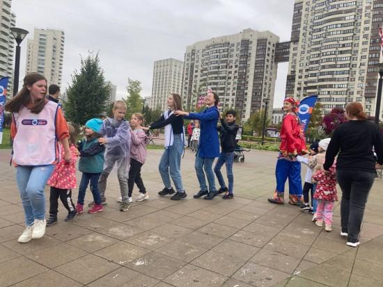 Студенты представили жителям Черемушек новый просветительский проект «Знатоки района»