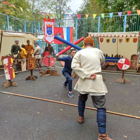 В Академическом районе отпраздновали День города в средневековом стиле