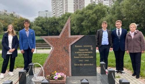 Ученики школы №17 посетили мемориальную доску Герою Советского Союза Виктору Юдину
