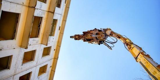 """Пятиэтажку на ул. Введенского демонтировали по технологии """"умного"""" сноса"""