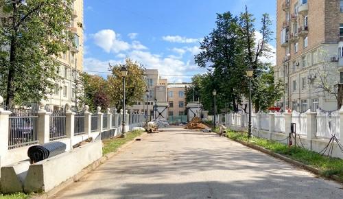 Реставрацию парадных ворот Александринского дворца завершат в сентябре