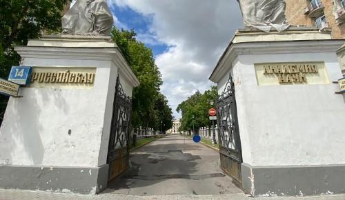 Реставрация парадных ворот Александринского дворца завершится до конца сентября