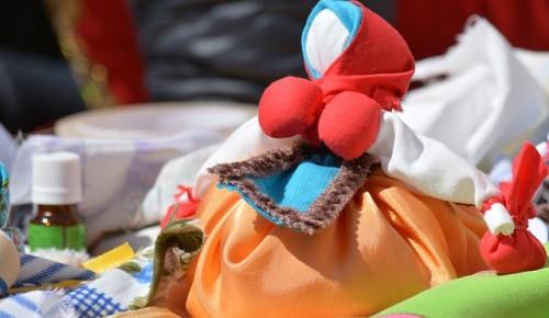 Жители Академического района приглашаются на выставку тряпичных кукол