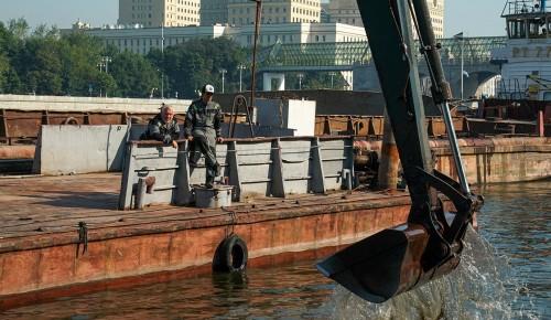 Специалисты очистили и углубили акваторию причалов Воробьевской и Андреевской набережных