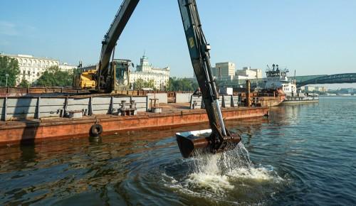 Акваторию Андреевской набережной и Воробьёвского причала очистили городские службы