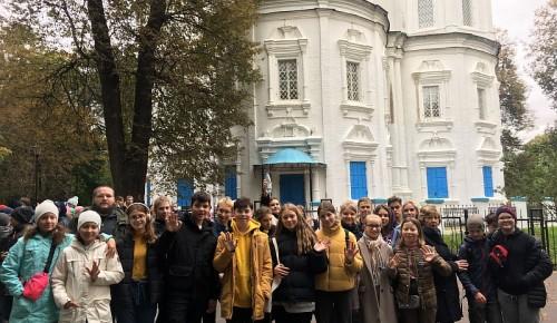 """Учащиеся школы №1273 приняли участие в экскурсии """"Удивительное рядом"""" в парке Узкое"""