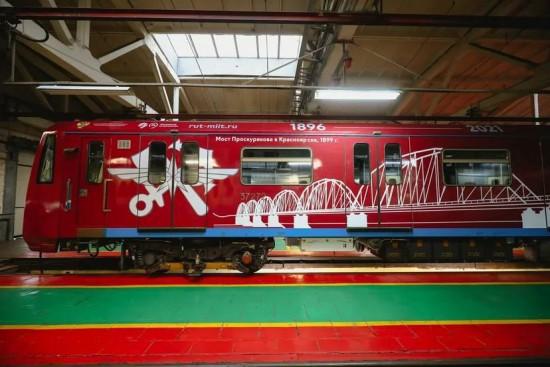 Жители Зюзина могут увидеть на серой ветке метро тематический поезд в честь 125-летия Российского университета транспорта