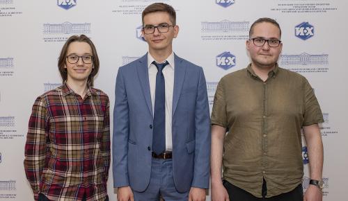 В школе №192 поздравили аспиранта и студента с получением медалей и премий для молодых ученых РАН