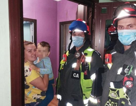Спасатели помогли ребёнку, заблокированному в квартире в Южном Бутове