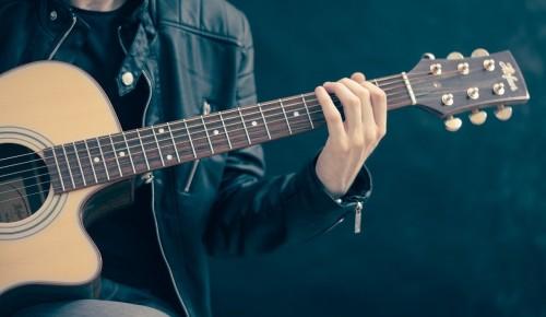 В ЦКИ «Меридиан» пройдут мастер-классы для детей и взрослых по игре на гитаре