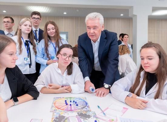 Профессионалы со школьной скамьи. Ученикам московских школ доступны более 130 тыс. кружков