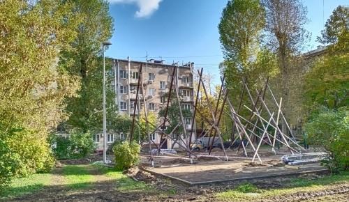 На  улице Нагорной, 26 строят спортплощадку для подростков