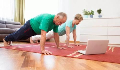 Жители старшего поколения из Черемушек могут присоединиться к онлайн-занятиям по ОФП