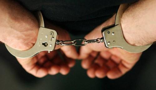 Полицейские задержали мужчину, похитившего из квартиры в Обручевском районе золотой браслет
