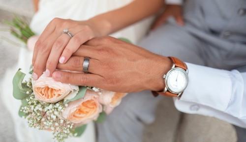 """Жители Ясенева могут зарегистрировать брак в местных офисах """"Мои документы"""" на Новоясеневском проспекте"""