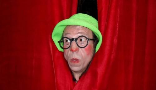 Клоун научит детей  Академического района жонглированию