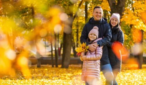 """В Воронцовском парке проходит выставка семейных портретов """"Мы - про парки"""""""