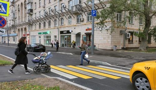 Комфорт и безопасность.  На Ломоносовском проспекте заменили асфальт и организовали парковки