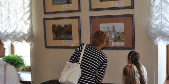 """Жителей Ясенева приглашают с 25по29октября на выставку """"Рисуем любимый город"""""""